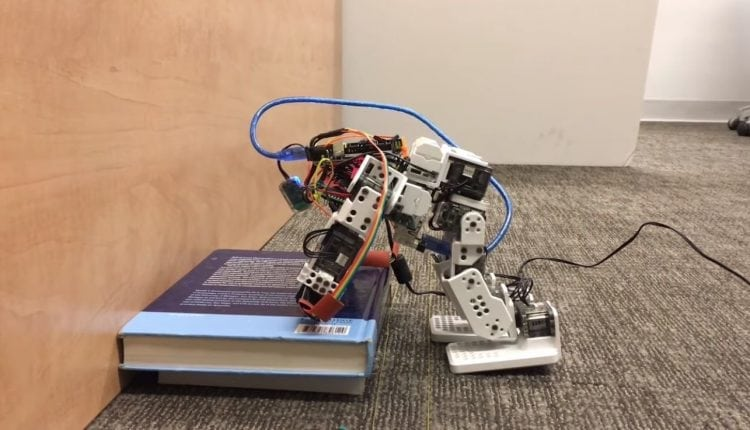 Engineer teaching humanoid robots to use their hands to stop themselves from falling – Info Robotic