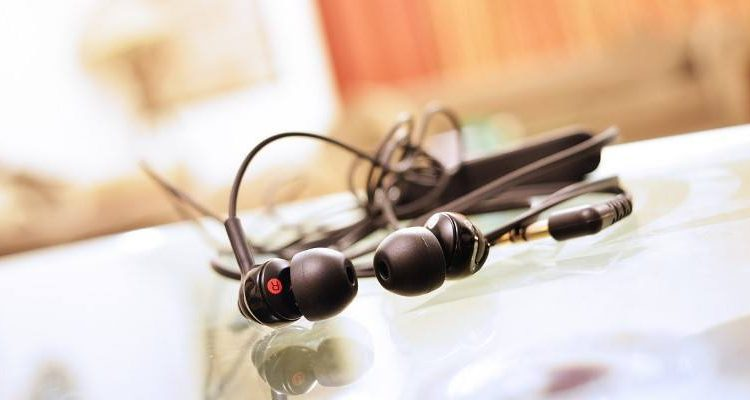 In-Ear vs. Earbud Headphones: Is There a Difference? | Computing