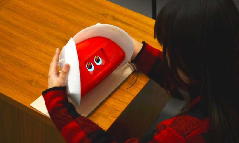 Giving robots goosebumps and spikes to show emotion