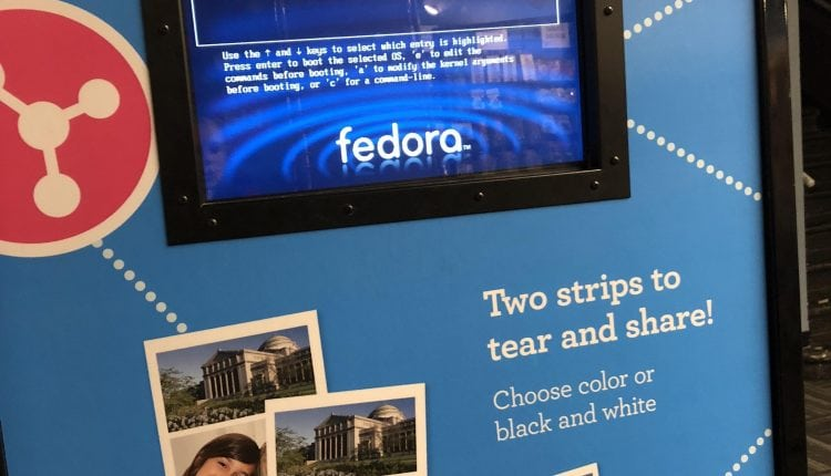 Photo booth at Museum of Science and Industry in Chicago – Info Linux