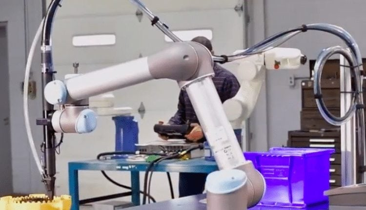 Visumatic adds cobot fastener feed and drive package – Info Robotic