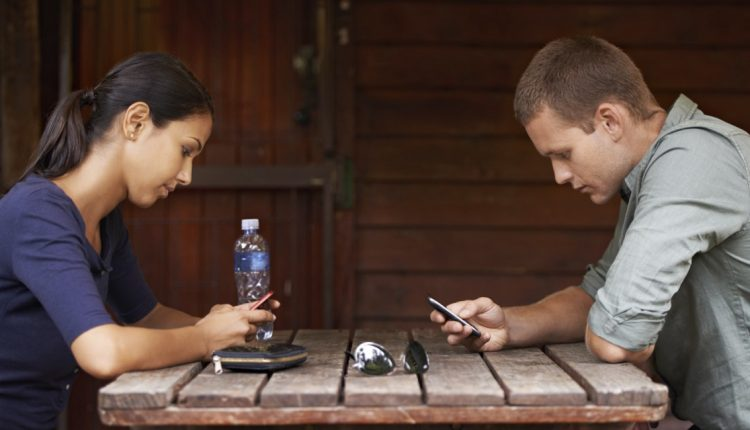 How Smartphones Change Our Relationships – Info Gadgets
