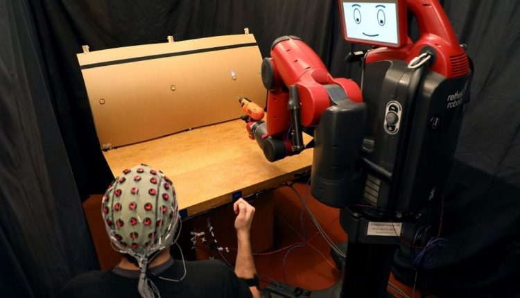 How to control robots with brainwaves and hand gestures | Artificial intelligence