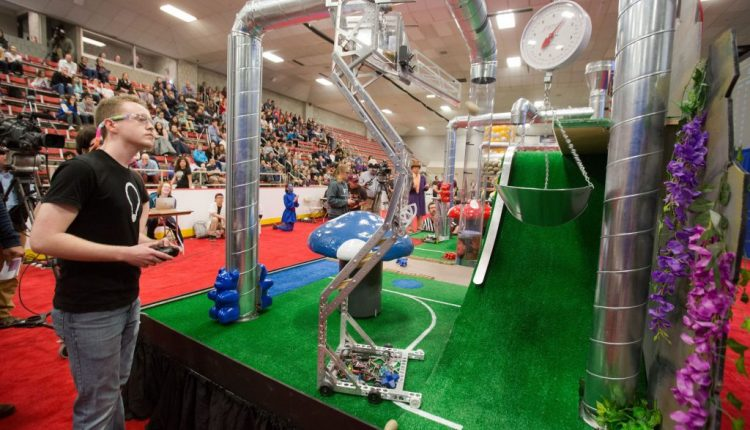 "Students demonstrate ""calculated imagination"" in robot competition 