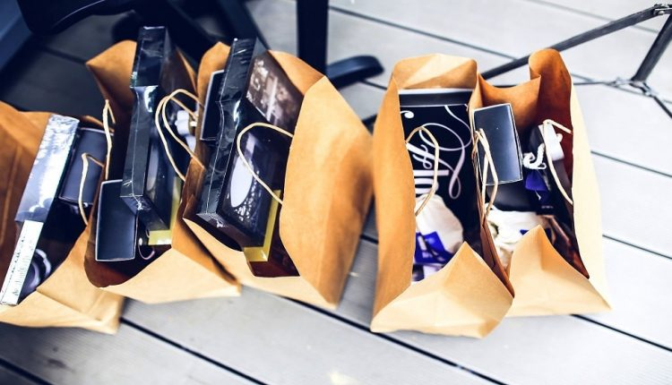 9 things to include in a swag bag for your business | Email Marketing