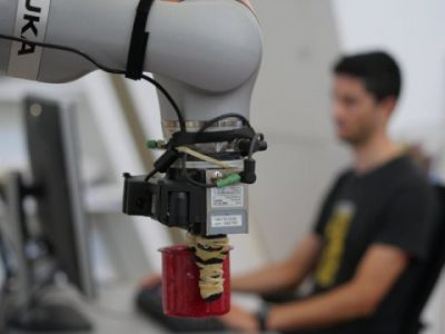 Robot can pick up any object after inspecting it | Robotics