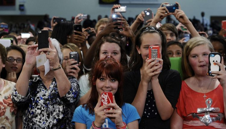 Teenagers say Facebook and Instagram make them feel more popular Tech| Social