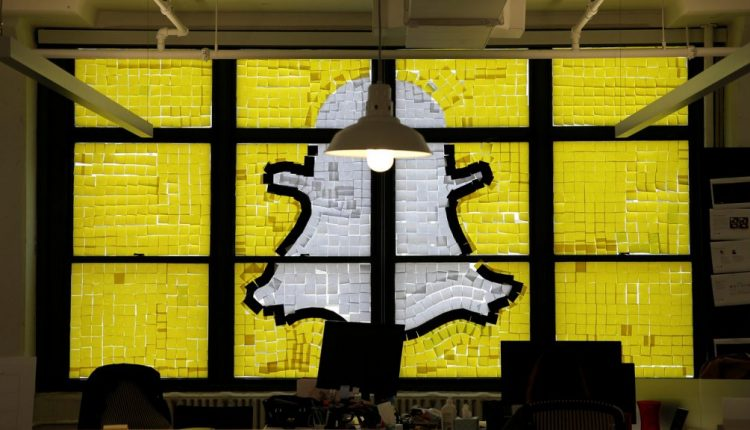 Snapchat to run out of money losing $1.5 bn in 2019 as user growth stalls: Report | Tech Industry