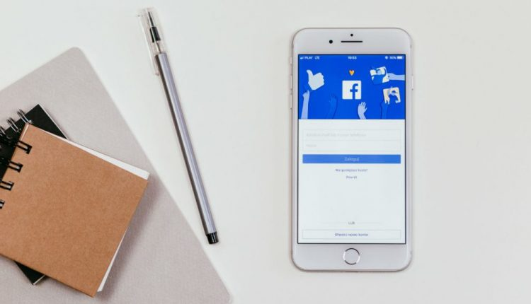 Facebook to launch group chats that allow up to 250 members   Tech Industry