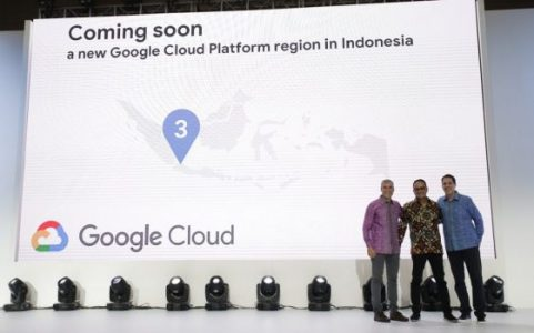 (From left) Google Cloud head of Southeast Asia Tim Synan; Information Application and Information DG Samuel Abrijani; and Google Cloud Asia Pacific MD Rick Harshman