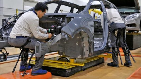 Hyundai is augmenting American employees with robotic exoskeletons | Tech Top
