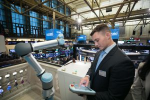 ROBO Global anniversary included a UR5e cobot ringing the NYSE closing bell.