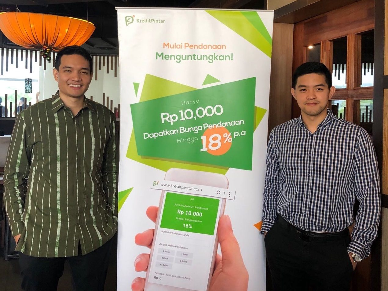 Kredit Pintar VP Boan Sianipar (left) with CEO and co-founder Wisely Wijaya