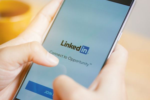 8 methods to interact on LinkedIn to spice up your PR and advertising efforts