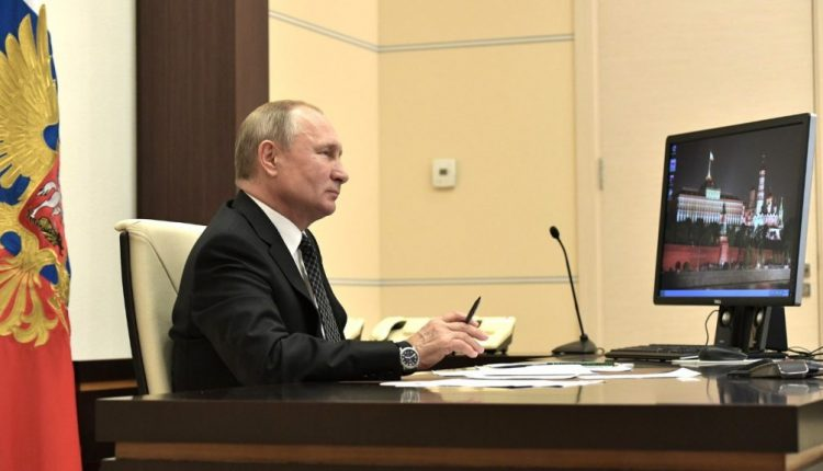 Russian President Vladimir Putin Has Windows XP on His Desktop
